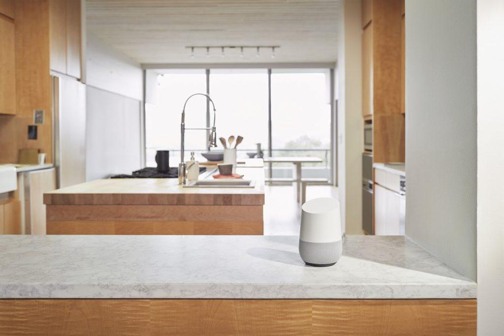 lo speaker google home in cucina