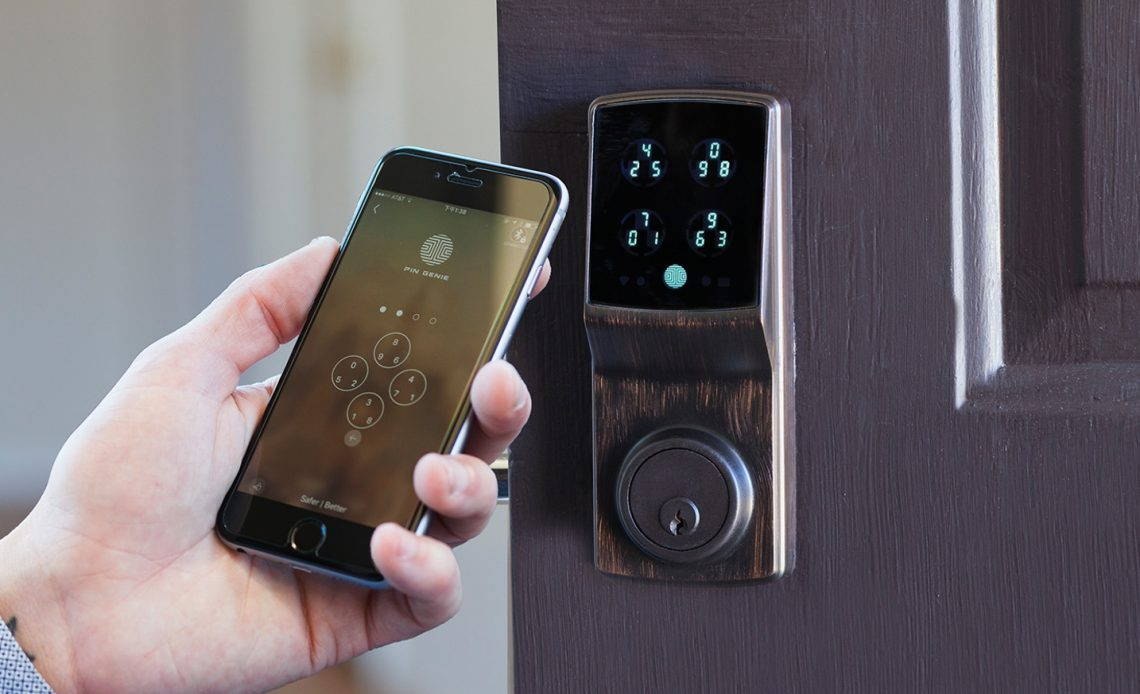 serratura intelligente e smart lock con smartphone