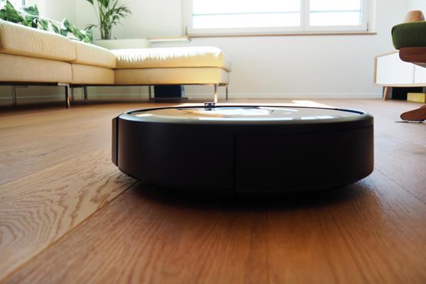 Design Roomba i7+