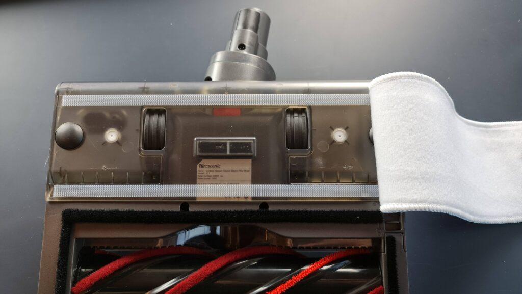 Recensione Proscenic P11 - dettaglio serbatoio acqua lavapaimenti