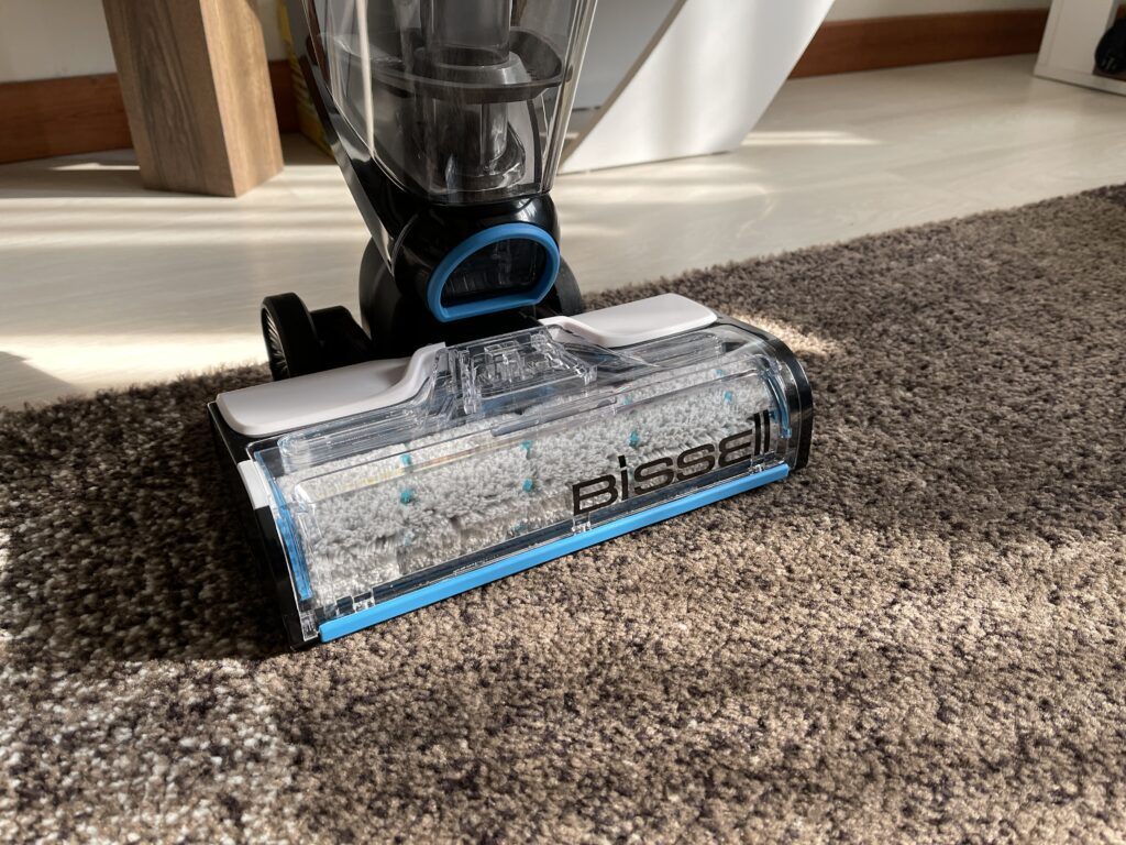 Bissell CrossWave Cordless Max in funzionamento