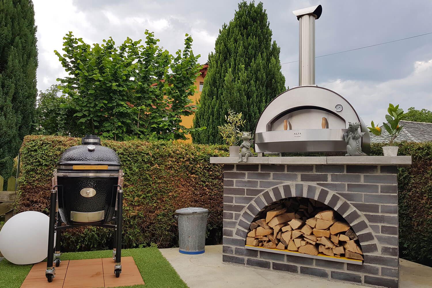forno pizza fatta in casa in giardino
